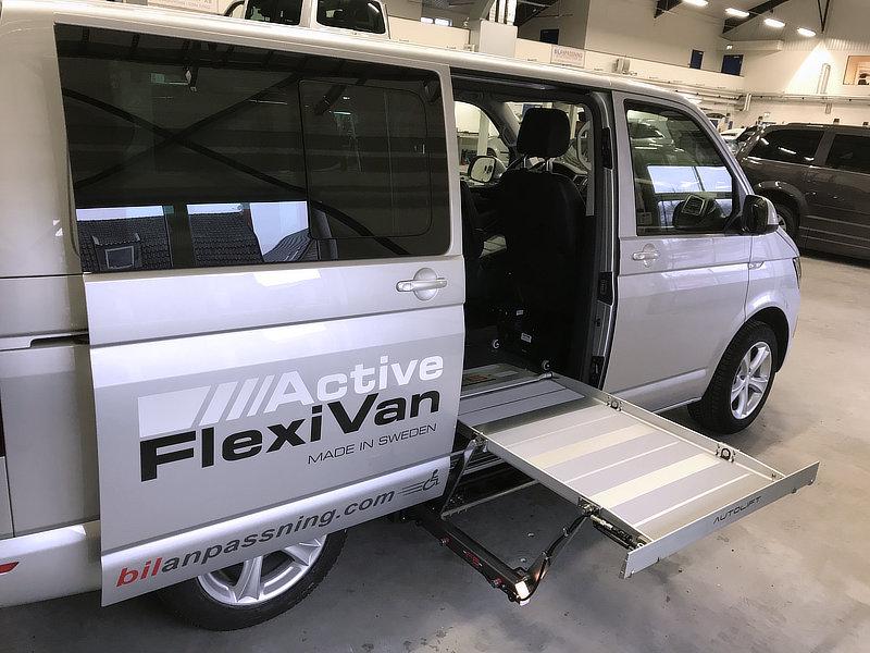 Active Flexivan med urfälld ramp på sidan.