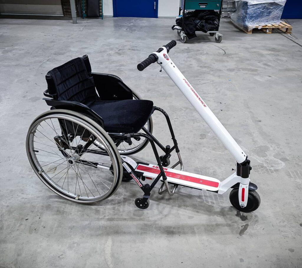 Rullstol med kickbike